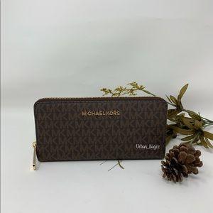 Michael Kors JS Item Large ZA Continental Wallet